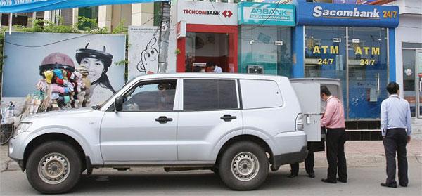 Đánh giá chi tiết xe chở tiền Hino 300 Series 6